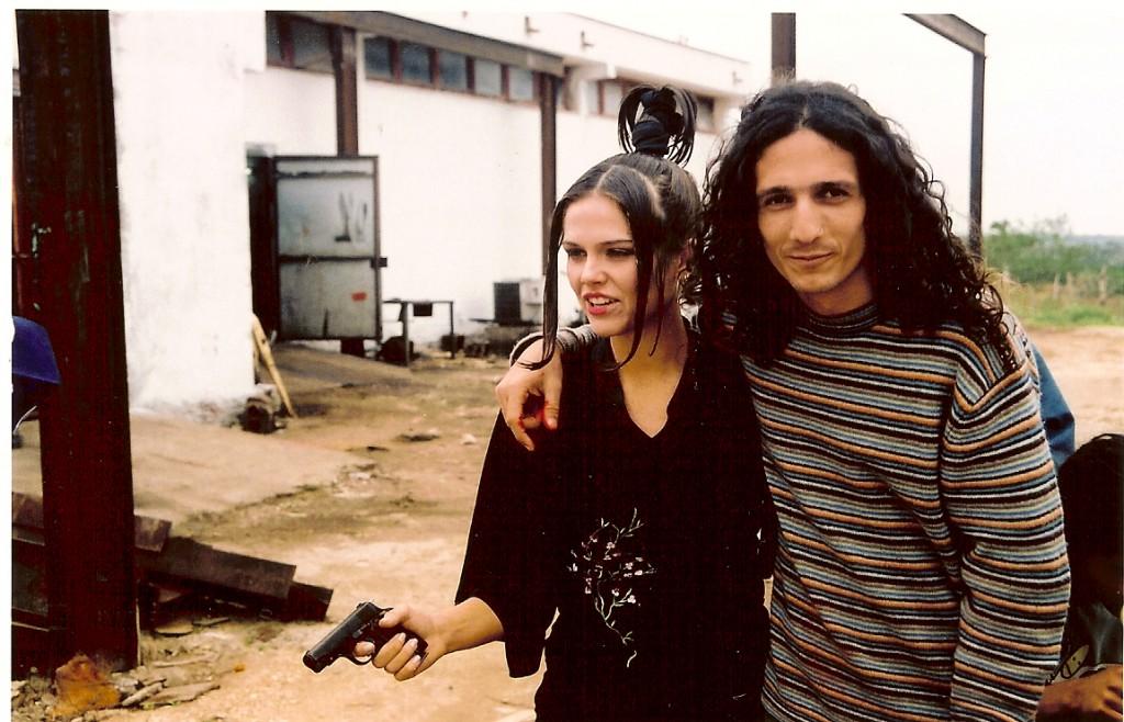 Com o diretor, Terence Piard, e uma arma de verdade